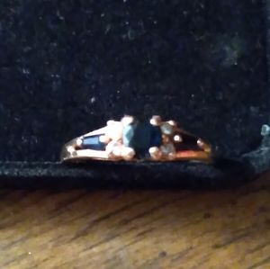 Jewelry - Vintage 14 k yellow gold saphire and diamond ring